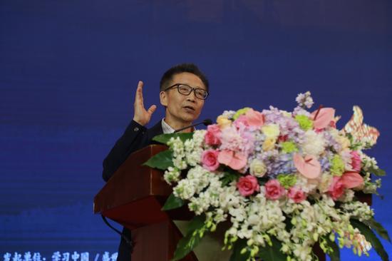 世界家风大会组委会副主席、中国文化软实力研究中心主任张国祚讲话