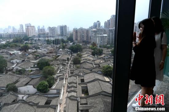 """7月8日,从高处鸟瞰有""""中国明清建筑博物馆""""之称的福州三坊七巷,蔚为壮观。"""