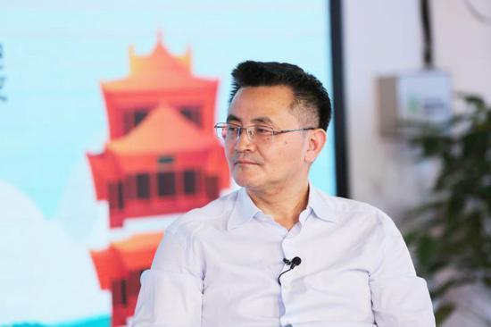 金梧桐县域论坛主席、中国智慧城市投资联合体执行主席 梅绍华