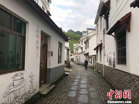 浙江淳安下姜村的村道。 张斌 摄