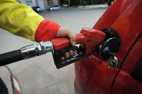 """国内油价周五或迎""""三连跌"""":业内预计跌幅超400元/吨"""