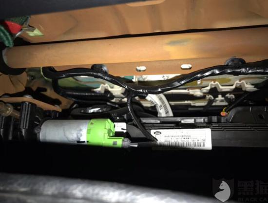 网友投诉@长安福特:蒙迪欧因产品质量不达标导致漏水使车辆室内严重生锈腐蚀