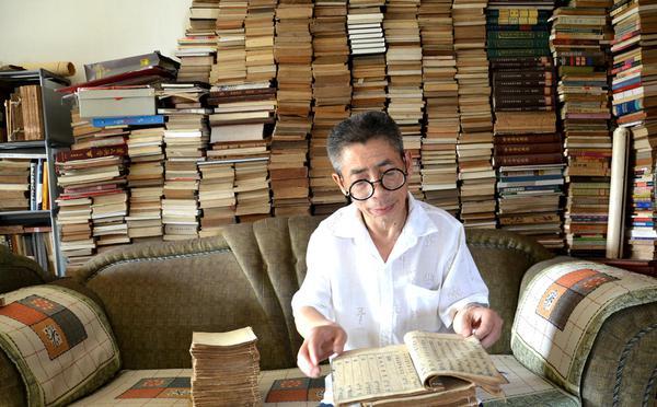 五旬环卫工藏书7000册:曾买下清朝木刻本