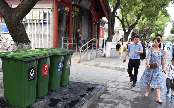 北京:新型智能垃圾分类箱亮相