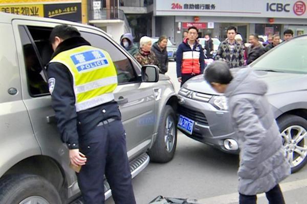 """辟谷5天路虎司机饿晕撞车 交警:""""饿驾""""?"""