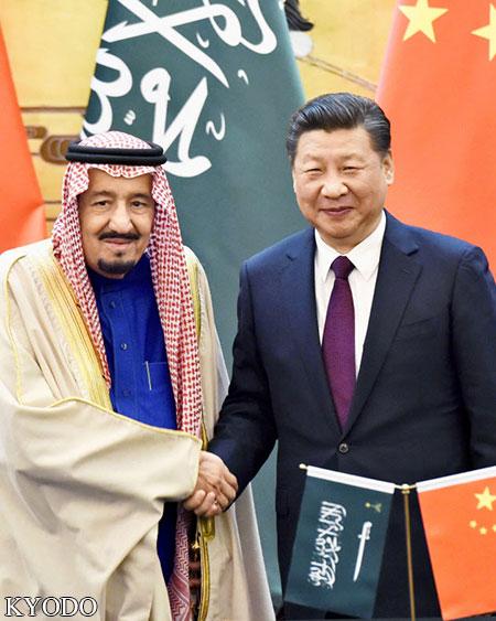 来中国访问的沙特国王萨勒曼与中国国家主席习近平(2017年3月,北京,Kyodo)