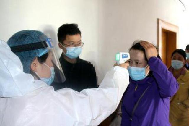 西藏移民管理警察进行核酸检测 确保防疫工作万无一失