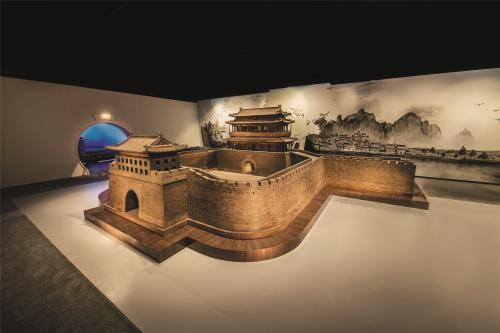 紫檀及阴沉木制永定门。中国紫檀博物馆供图