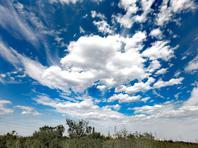 北京:天空湛蓝剔透,白云如絮似雪,美!