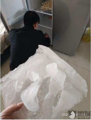 网友上传投诉图片:云米智能冰箱内胆破裂