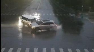 救护车闯红灯出车祸负全责