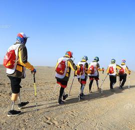 """7个人6条腿!""""中国梦肢队""""四天三夜挑战戈壁无人区"""