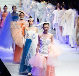 南艺毕业服装秀精彩纷呈 为观众呈现浪漫艺术盛宴