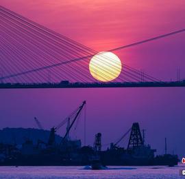 数百名摄影爱好者拍摄香港汀九桥落日美景