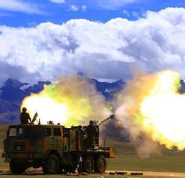 烎!炮兵海拔4500米開展實彈射擊訓練
