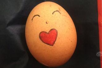 女子用雞蛋向公交小哥表白
