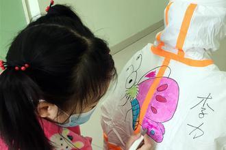武汉儿童病房里的卡通世界