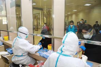 武汉:市民复工体检忙