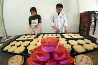 探访江西都昌传统手工月饼作坊