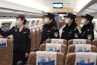 护航春运 南京女子乘警组帅气亮相