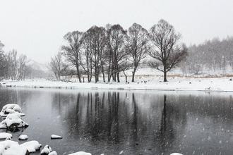 阿尔山春雪
