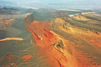 俯瞰新疆红层地貌群