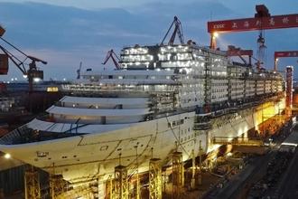 航拍在建中的中国首制大型邮轮