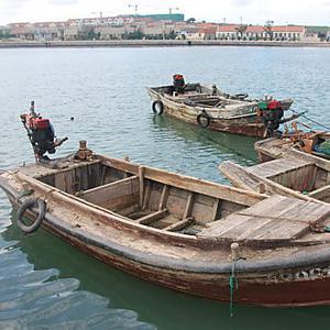 一艘渔船在浙江象山海域沉没,船上8人失联
