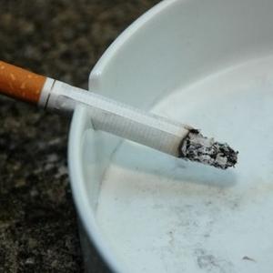 同事爱抽烟 女子肺部长出大肿瘤