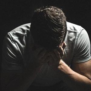 男子不堪父亲长期家暴 将其杀害分尸后砌在厨房