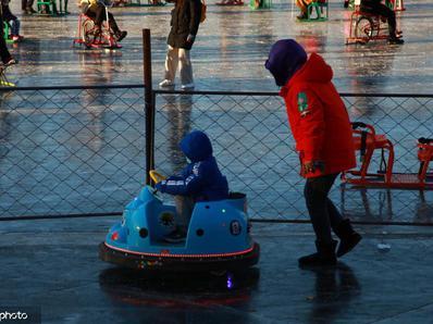 北京什刹海冰场正式对外营业