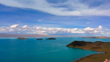 新疆阿尔金山迎雨季 天地唯美如画