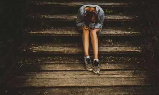 24岁大学生确诊艾滋当场大哭:怎么一次就中招