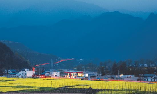 中国石油乡村里的加油站