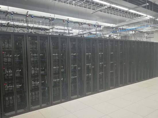 挑战英特尔霸主地位 上海兆芯拟完成进口芯片替代