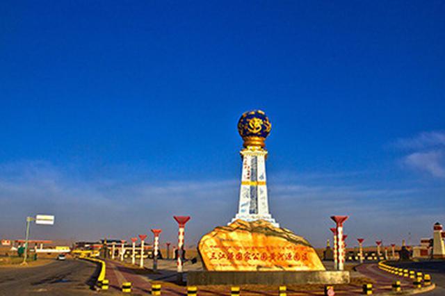 图为三江源国家公园黄河源区纪念碑。(资料图) 中新社记者 钟欣 摄