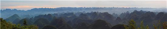 绵延的罗平十万大山