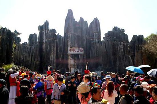 表演……除了石林风景区,如今到石林彝族自治县休闲旅游花样越来越多.