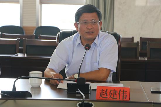 建水县政协主席赵建伟发言