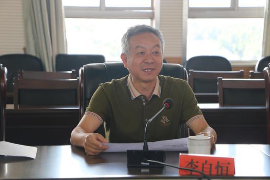 建水县人大常委会主任李自恒发言