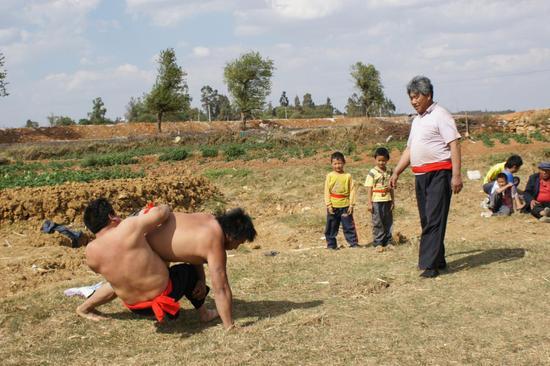 国家级《彝族(撒尼)摔跤》项目代表性传承人:李有贵