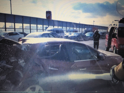 东联路三车连环相撞多人受伤 消防紧急施救