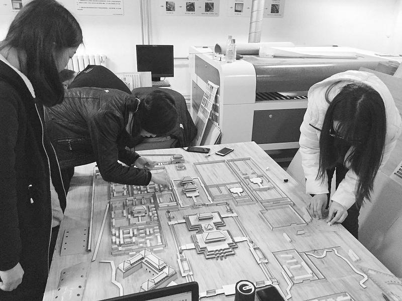 大学生团队制作故宫模型。受访者供图
