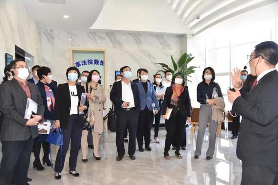 人大代表和各界人士视察诉讼服务大厅