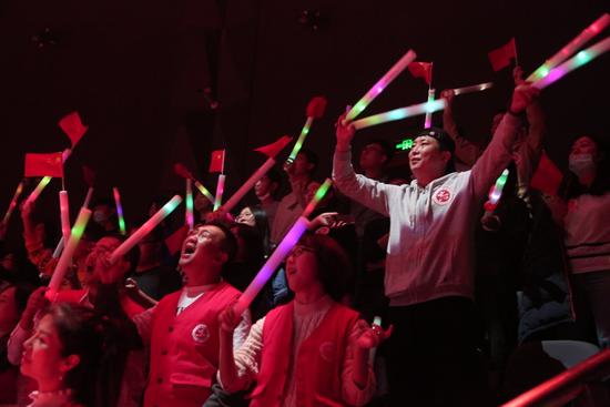"""大連舉辦""""國際志愿者日""""專場歌會獻給""""最亮的星"""""""