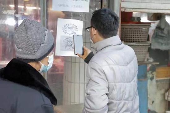 南沙环洲购物严格执行顾客扫码及测温流程