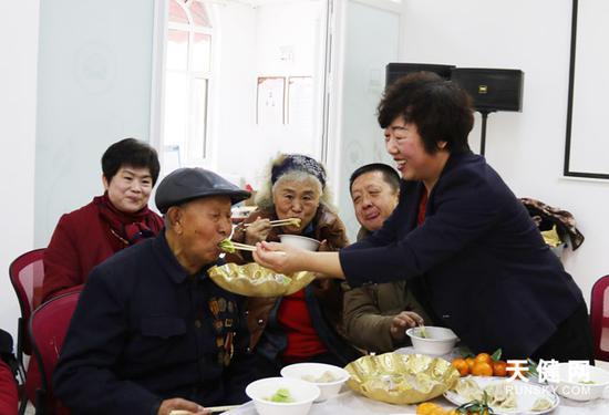 和合居社区举办五彩饺子宴主题活动