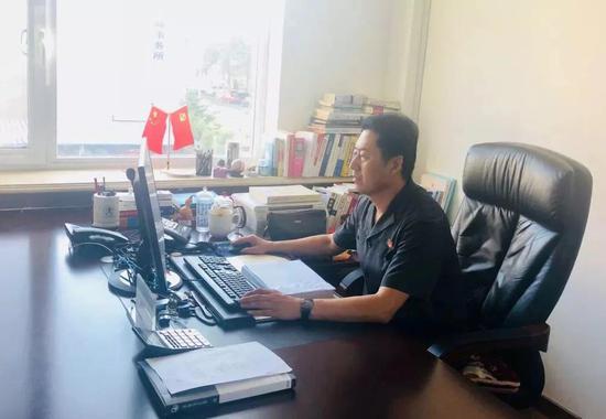 孙玉传,东港法庭副庭长、四级高级法官