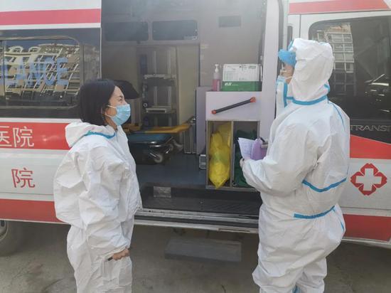 医疗救护车24小时在格林小镇社区驻守,满足社区百姓紧急医疗需求