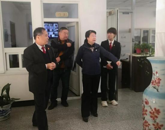 大连海事法院党组书记、院长邓妍到党建工作联系点参加主题党日活动